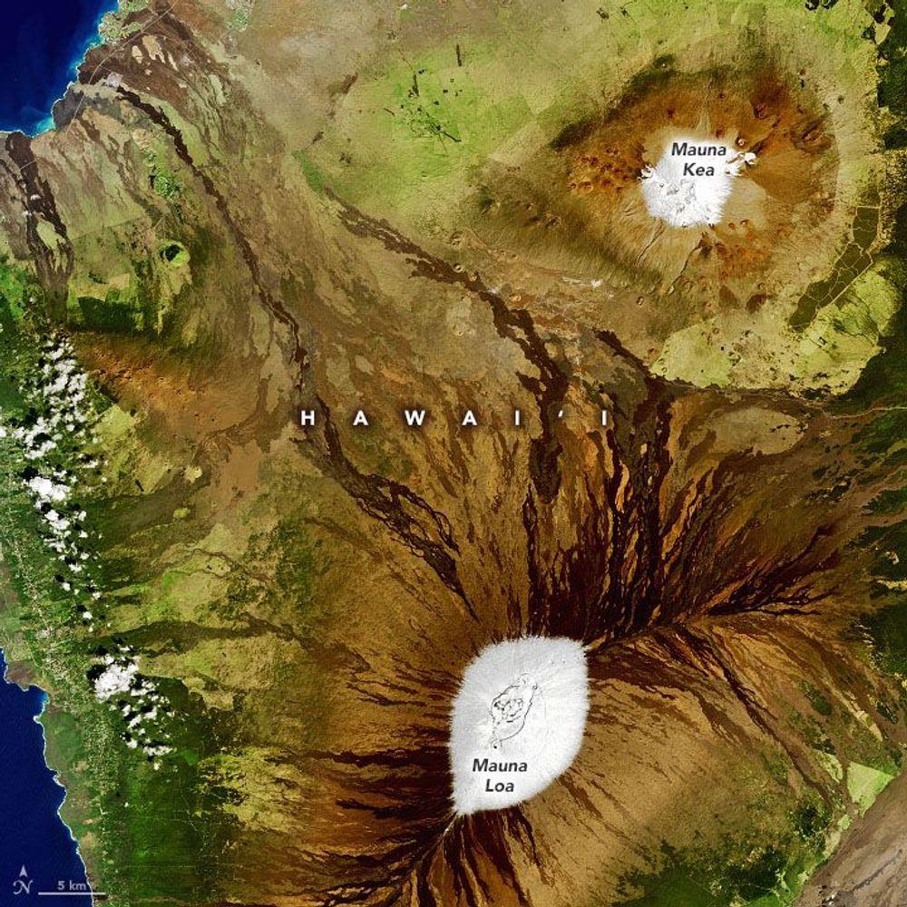 Hawaii volcanoes with snow