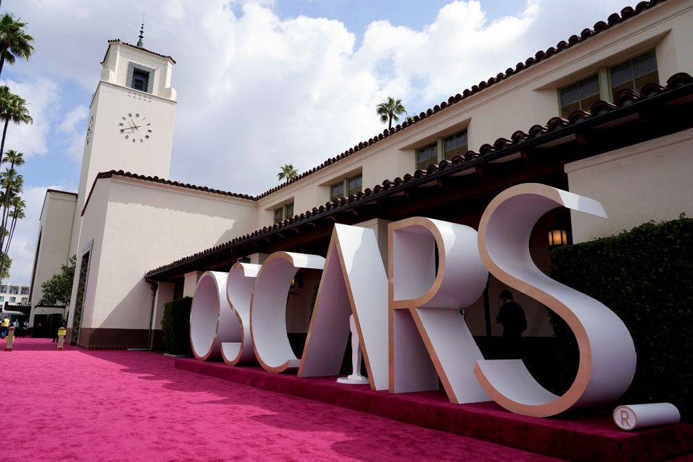 Oscars sign