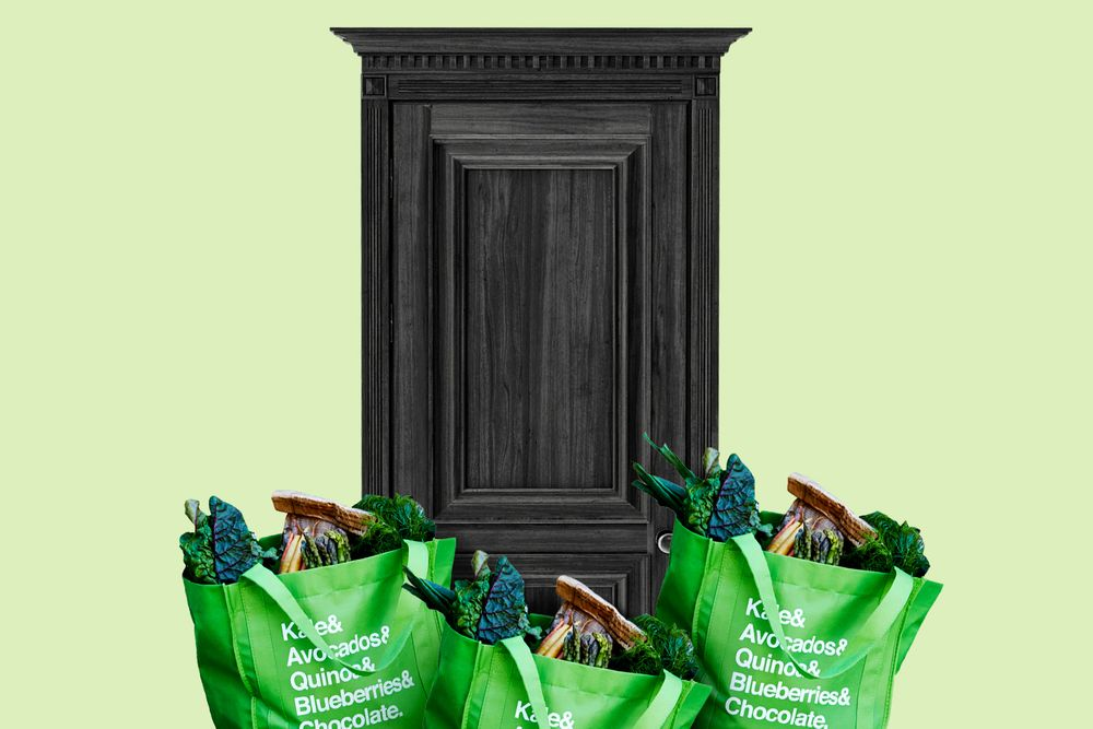 Image of Instacart delivery bags at a front door